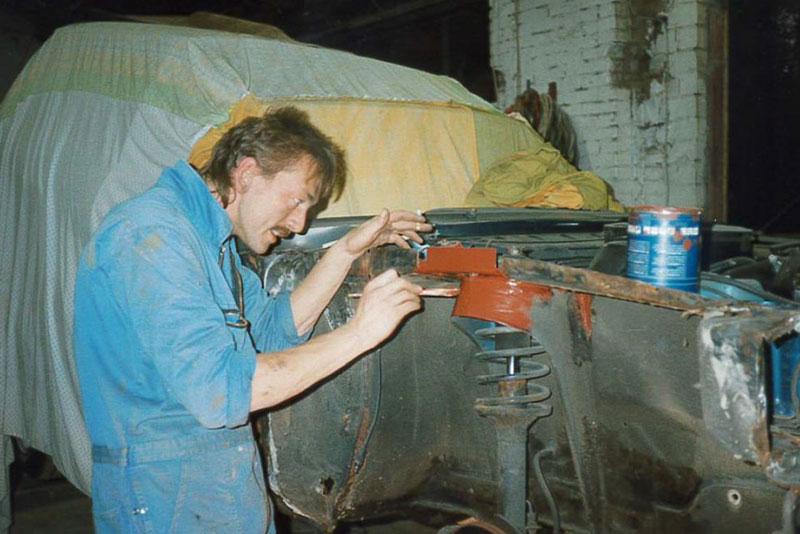Michael Scharnberg bei der Restauration des Capris