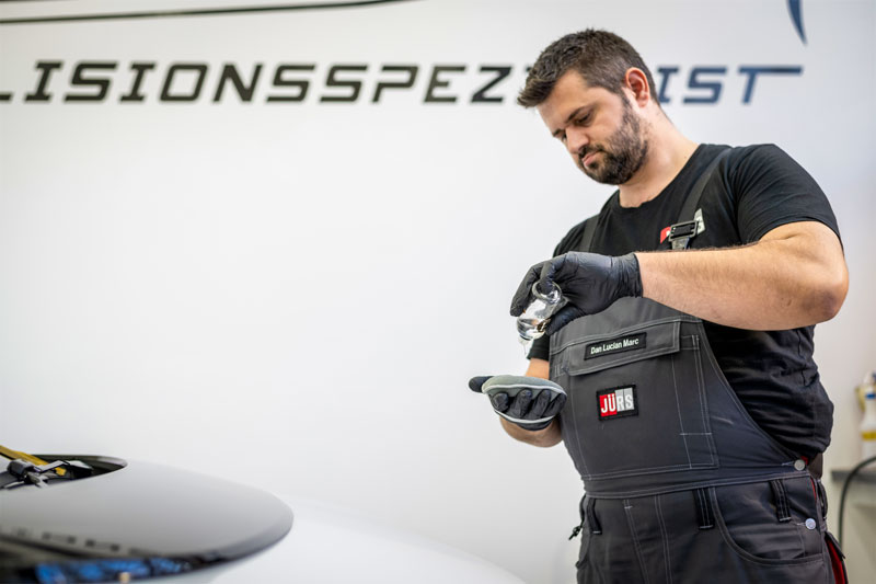 Keramikbeschichtung beim VW ID.3 wird aufgetragen
