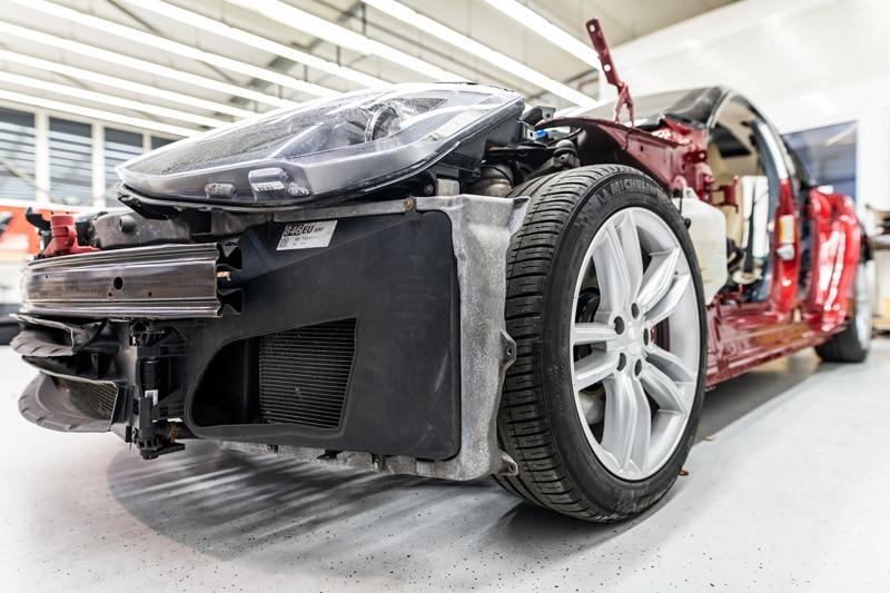 Tesla Karosserie Reparatur