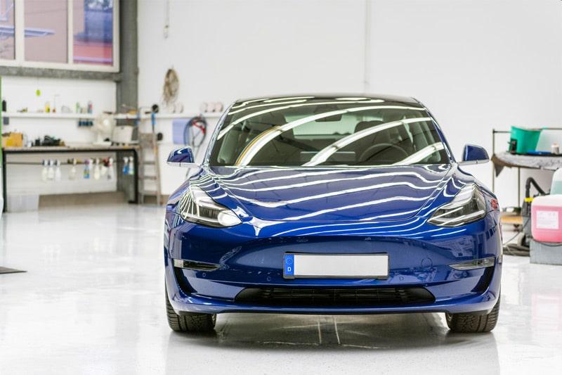Eine Keramikversiegelung verbessert aerodynamische Eigenschaften eines Fahrzeugs